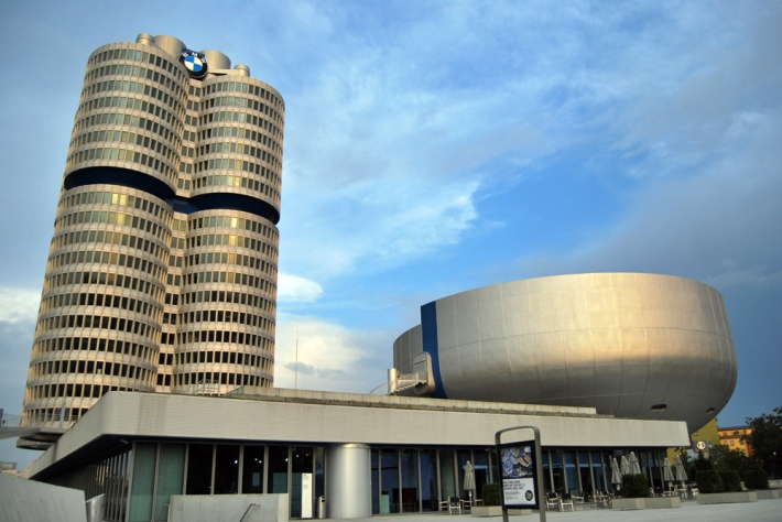 Museo y torre de BMW en Múnich