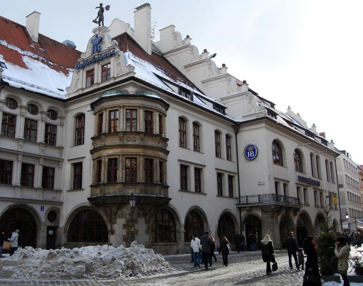Exterior de la Hofbräuhaus am Platzl, o simplemente Hofbräuhaus