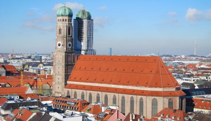 Vista de la catedral con la torre norte en rehabilitación (2013)