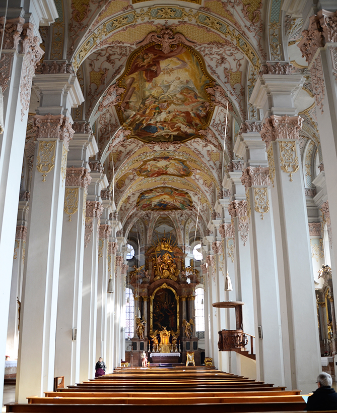 Interior de la Heilig-Geist-Kirche