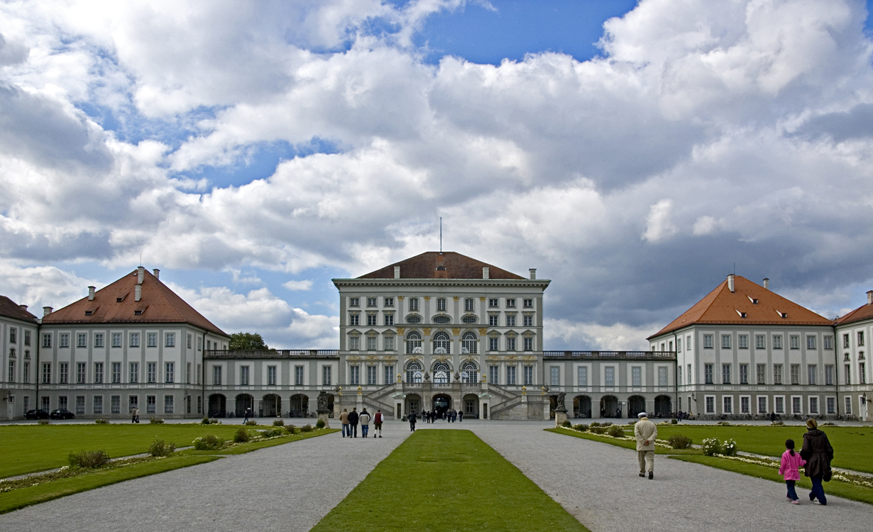 nymphenburg_schloss_digital_cat_CC
