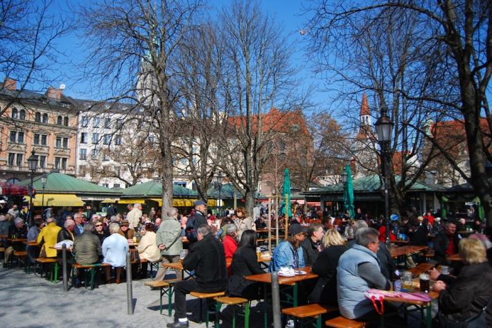 Biergarten de Viktualienmarkt, qué ver en múnich en dos días