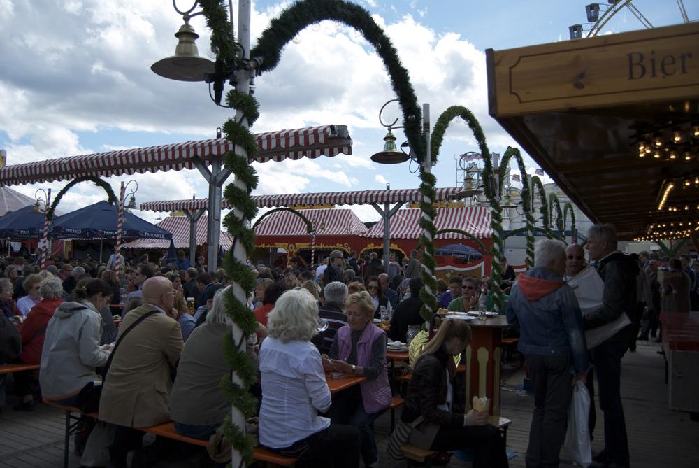 Al sol en un 'biergarten' de Frühlingsfest 2012