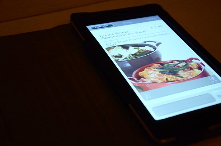 El comensal encarga la comida con una 'tablet'