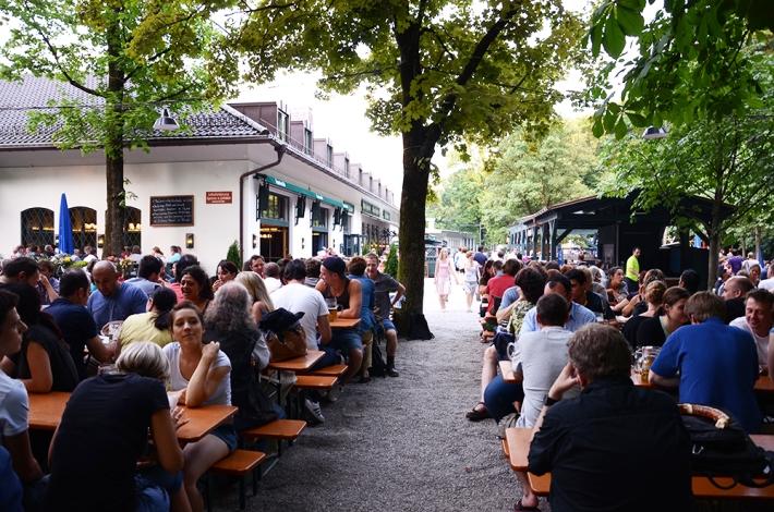 'Biergarten' de Wirtshaus am Bavariapark