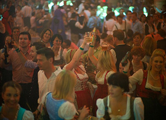 Fiesta nocturna en Löwenbräukeller. /WEB WIESNZELT