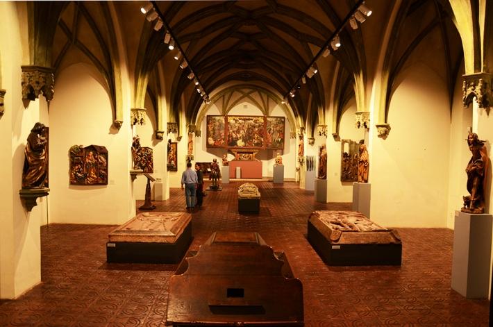 Retablos y esculturas medievales