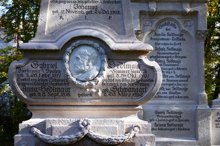 Tumbas históricas en el antiguo cementerio del sur