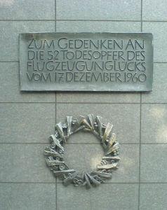 Placa en memoria de las víctimas. /WIKIPEDIA CC