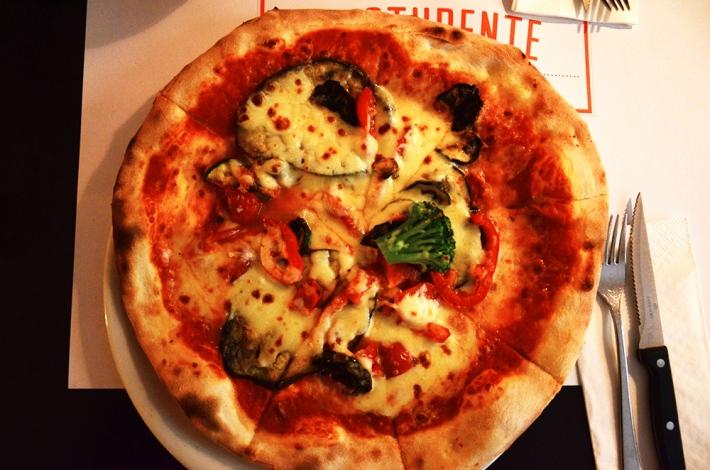 Pizza, el borde es mucho más fino de lo que parece