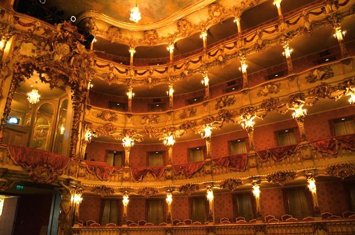 Detalle de los palcos en el interior