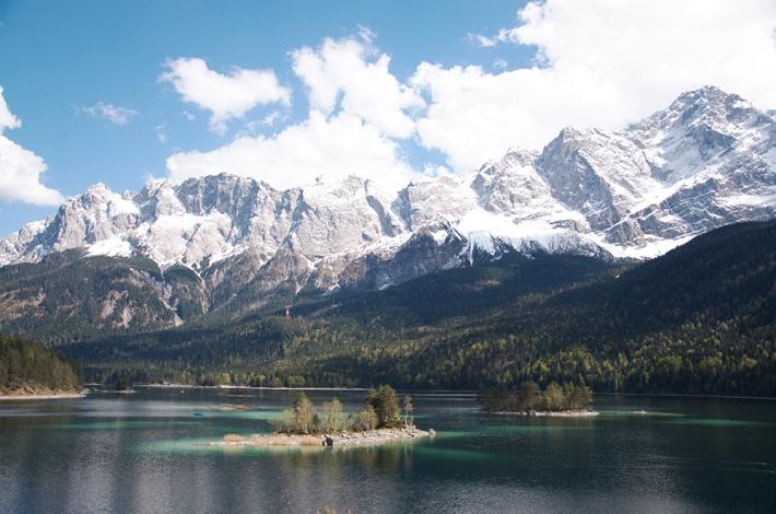 El Eibsee, con el Zugspitze de fondo